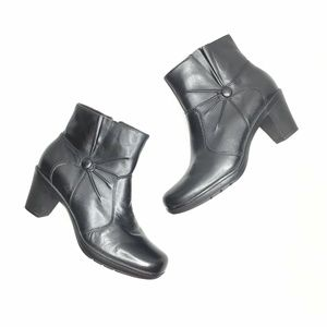 Clarks Bendables Black Ankle Booties Side Zipper